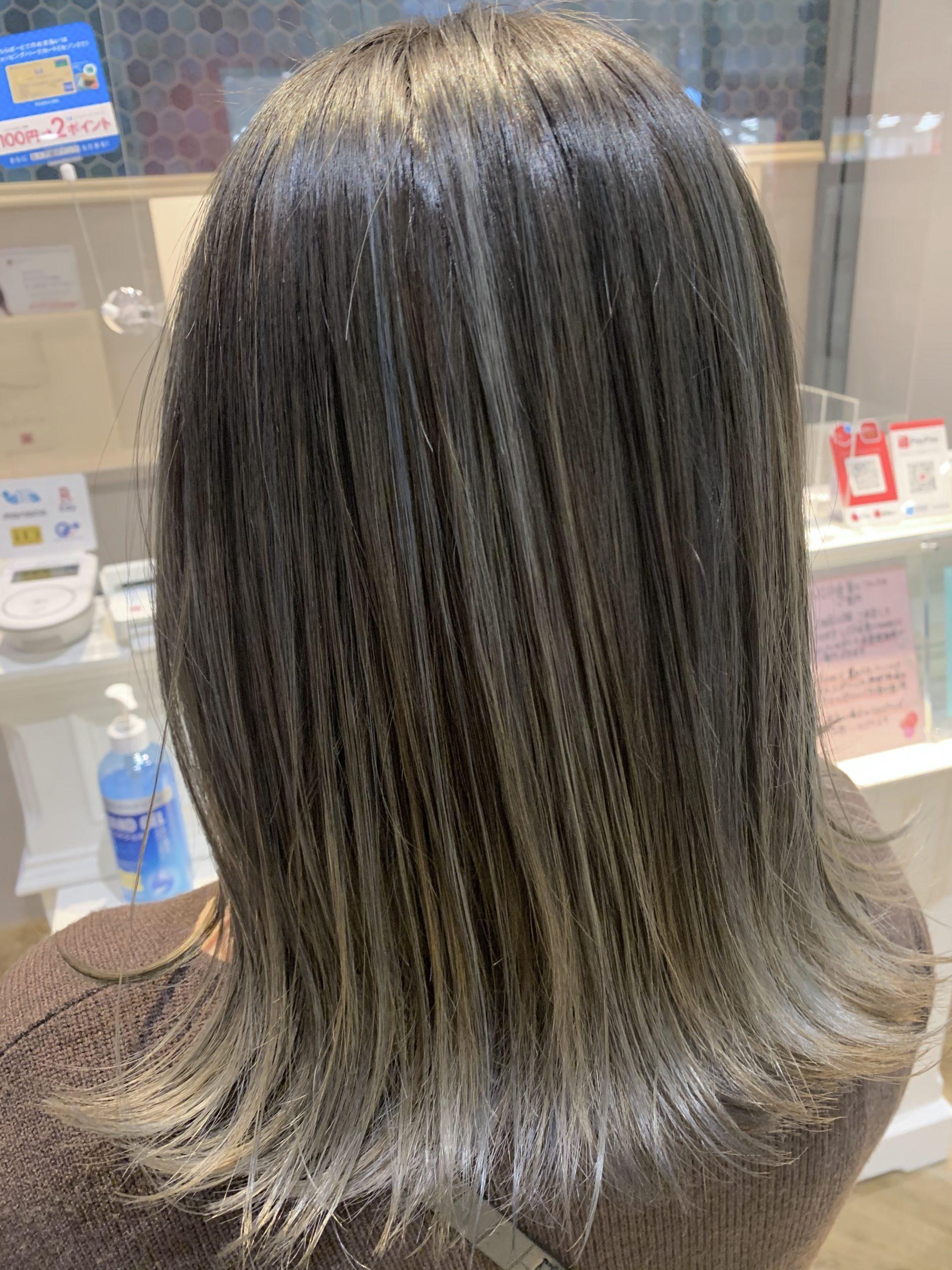 カラー グラデーション グラデーションカラーはストレートでも変じゃない!人気カラーから黒髪ベースまで一挙に紹介|MINE(マイン)